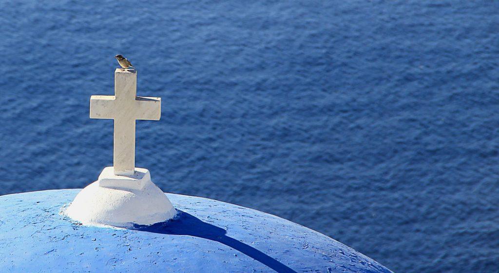 Iglesia católica delante del mar