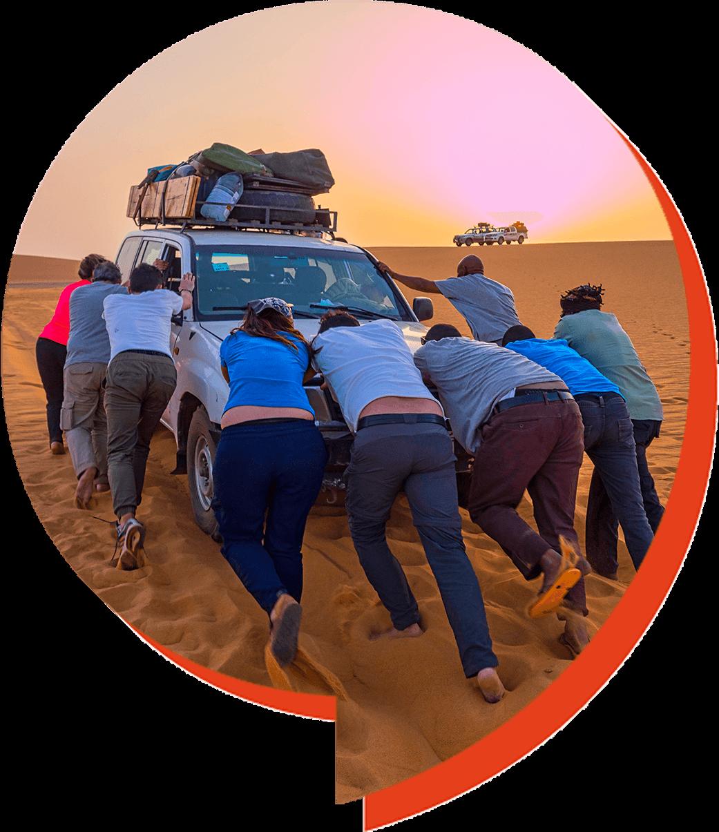 Treball en equip al desert d'Al Dabbah al Sudan